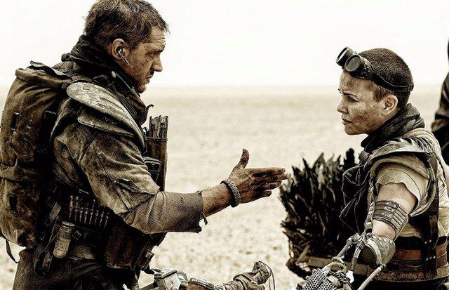 Tom Hardy y Charlize Theron en Mad Max: Fury Road