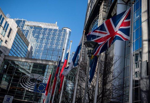 Brexit.- Bruselas expedienta a Reino Unido por restringir los derechos de libre
