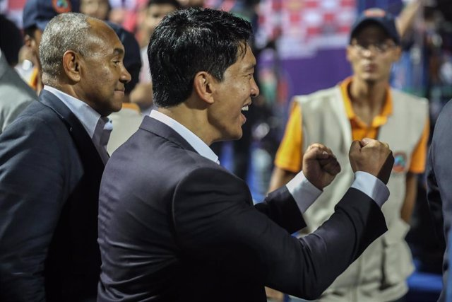 El presidente de Madagascar, Andry Rajoelina (d)