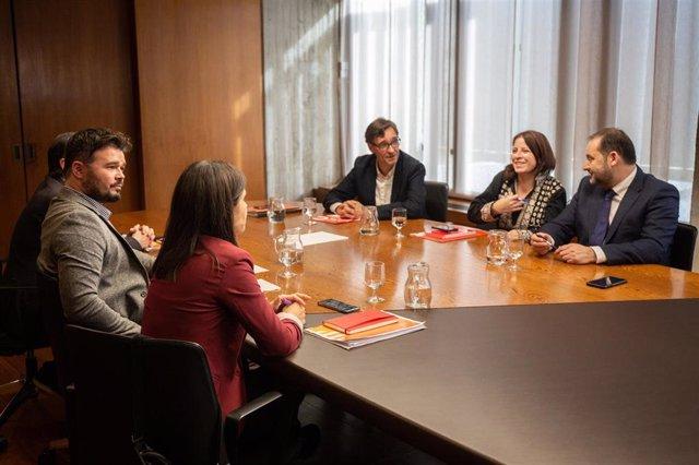 PSOE y ERC se reúnen en Barcelona para avanzar hacia un Gobierno socialista