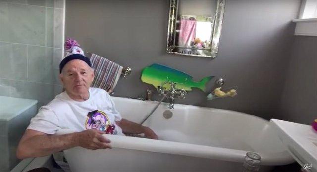 Bill Murray da consejos desde la bañaera en cuarentena