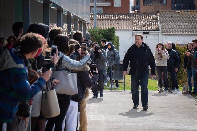 El líder d'ERC, Oriol Junqueras, en la seva arribada al campus de la UVic-UCC a Manresa.