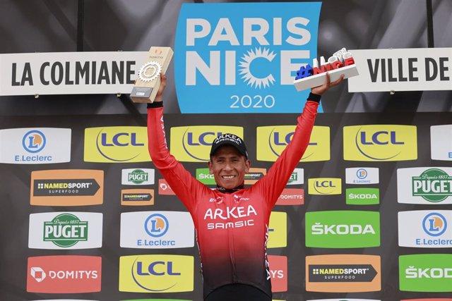 El ciclista colombiano Nairo Quintana celebra la victoria en la última etapa de la Paris Niza 2020 con el equipo Arkéa