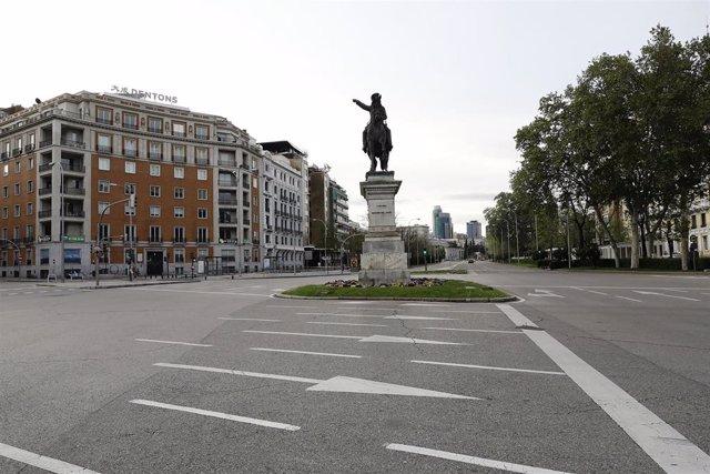 El Paseo de la Castellana vacío, una de las calles más emblemáticas de la capital durante el confinamiento