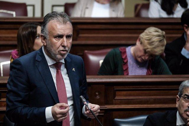 El presidente de Canarias, Ángel Víctor Torres, en sesión plenaria