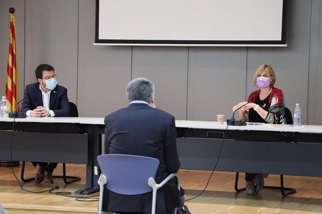 El vicepresidente de la Generalitat y conseller de Economía, Pere Aragonès, y la consellera de Salud de la Generalitat, Alba Vergés, se han reunido con responsables sanitarios de la región del Camp de Tarragona