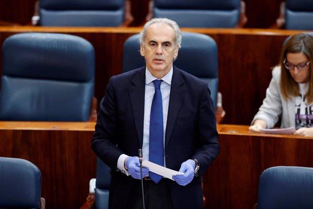 El consejero de Sanidad, Enrique Ruiz Escudero durante un pleno de la Asamblea de Madrid.