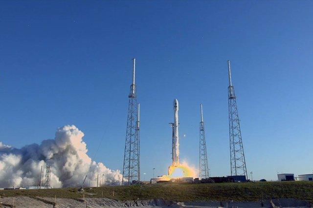 Lanzamineto del cohete Falcon 9.