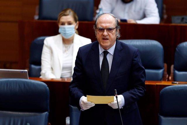 El portavoz del grupo socialista, Ángel Gabilondo interviene en el pleno de la Asamblea de Madrid. Archivo.