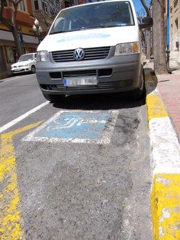 Plaza de aparcamiento reservada para minusválidos