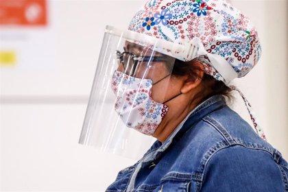 Los enfermeros comienzan a repartir 200.000 mascarillas FFP2 para los sanitarios
