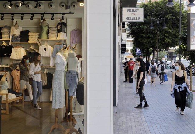 Tienda abierta en València el primer día de la fase 1