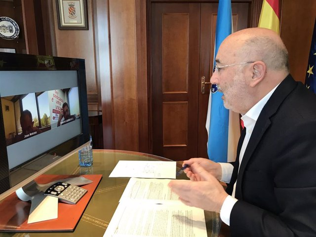 El delegado del Gobierno en Galicia, Javier Losada, mantiene una reunión por videconferencia con los secretarios xerais de UGT y CCOO en Galicia, José Antonio Gómez y Ramón Sarmiento