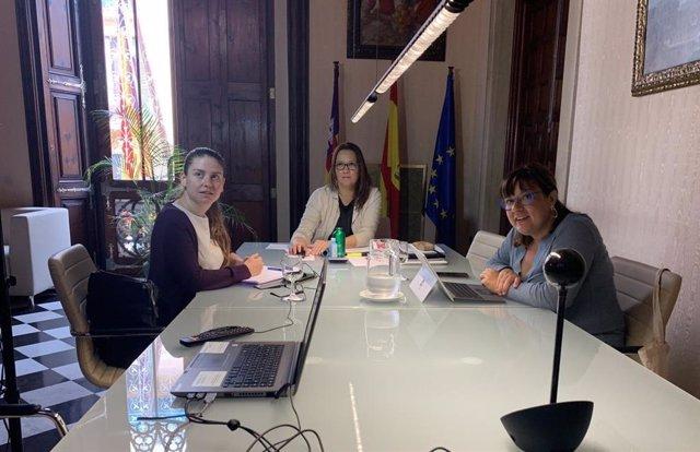 Reunión de la presidenta del Consell de Mallorca, Catalina Cladera, con los alcaldes de la Isla.