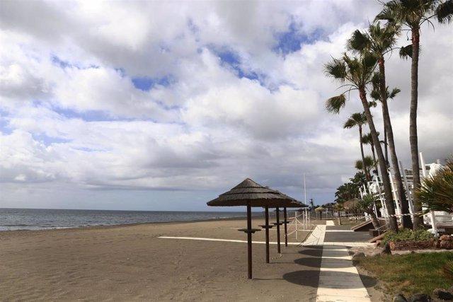 Vistas del paseo marítimo de La Carihuela en Torremolinos