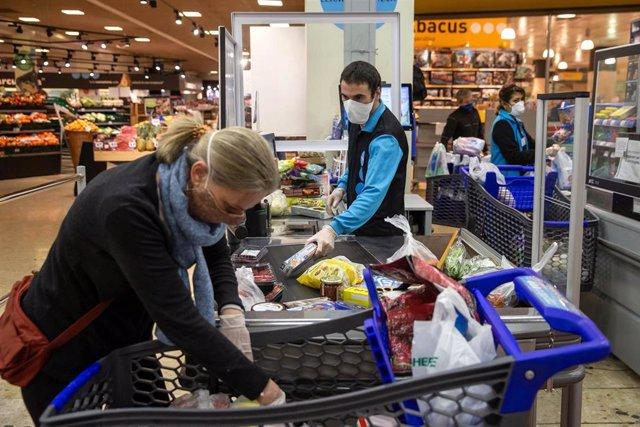 Caprabo inicia este lunes la venta de mascarillas en sus supermercados