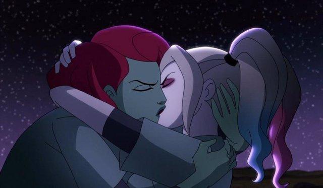 Harley Quinn y Hiedra Venenosa, el beso más esperado