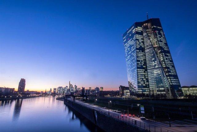 UE.- El BCE rebaja un 15,3% su ritmo de compras contra el Covid-19, hasta casi 2