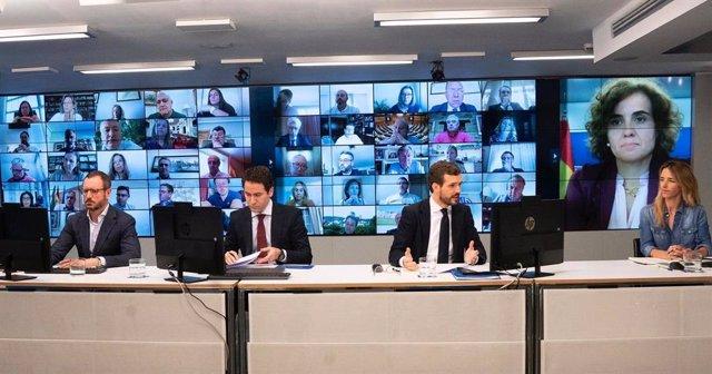 El líder del PP, Pablo Casado, preside una reunión con los grupos del PP en  el Congreso, Senado y Parlamento Europeo. Le acompañan en la sede del PP, Teodoro García Egea, Javier Maroto y Cayetana Álvarez de Toledo. En Madrid, a 18 de mayo de 2020.