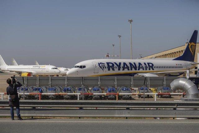 Aviones de Ryanair, en el aeropuerto de Sevilla-San Pablo.