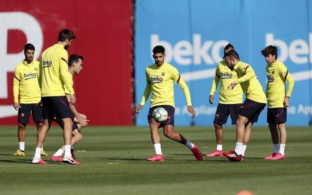 Fútbol.- El Barça vuelve a los rondos y juegos de posición con la nueva fase de