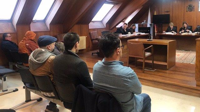 Juicio contra los seis acusados de tener sexo con un menor en la Audiencia Provincial