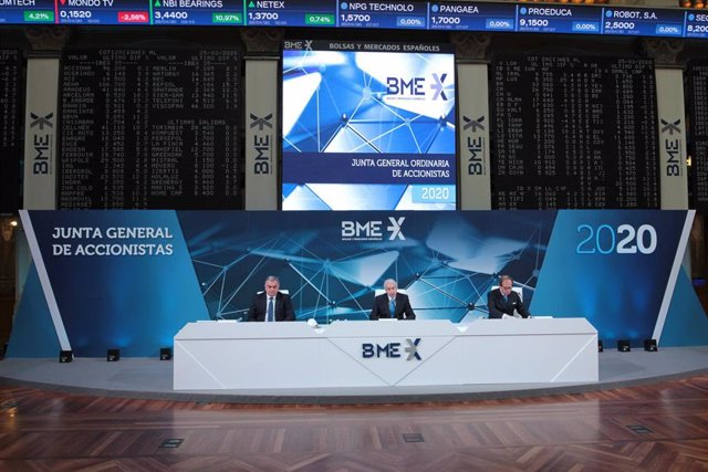 Presidente de BME, Antonio Zoido, y consejero delegado de BME, Javier Hernani, junto al secretario general, en la junta general de accionistas celebrada en Madrid.
