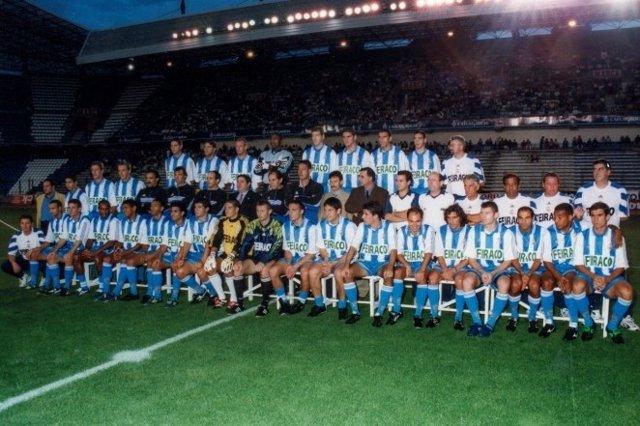 Foto de la primera plantilla del Deportivo de La Coruña de la temporada 1999-2000