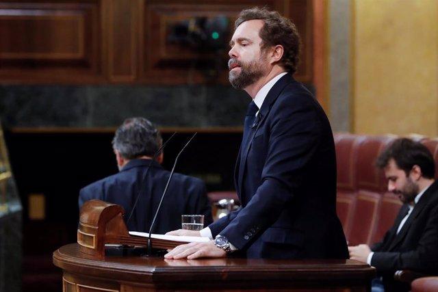 El portavoz de Vox, Iván Espinosa de los Monteros, durante su intervención en el pleno del Congreso este miércoles en Madrid, en Madrid (España), a 13 de mayo de 2020.