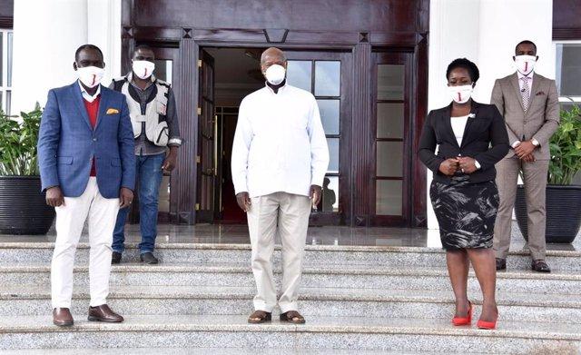 Coronavirus.- El presidente de Uganda promete una mascarilla gratis para todos l