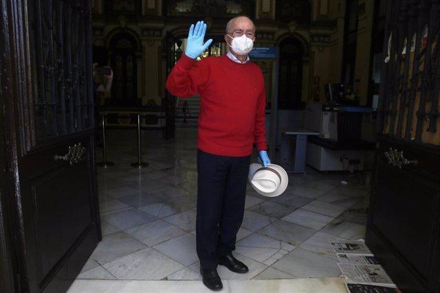El alcalde de Málaga, Francisco de la Torre a su llegada al Ayuntamiento de la capital tras incorporarse después de a ver sufrido un ictus el mes pasado. Málaga a 18 de mayo 2020