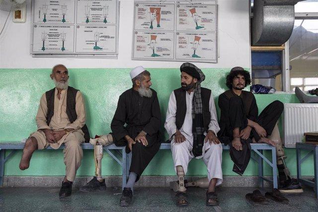 Pacientes en el centro ortopédico del CICR en Kabul