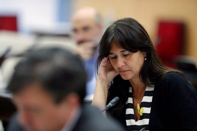 La portaveu de Junts per Catalunya al Congrés, Laura Borràs, vas agafar a la Comissió d'Universitats del Congrés. A Madrid, (Espanya), a 7 de maig de 2020.