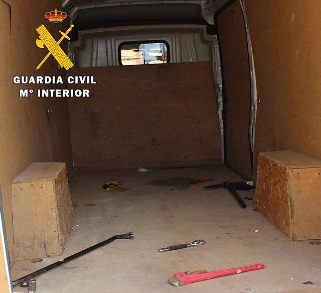 Interior de la furgoneta en la que viajaban los cinco detenidos en Burgos.