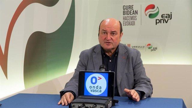 El presidente del EBB del PNV, Andoni Ortuzar, en una enrrevista en Onda Vasca