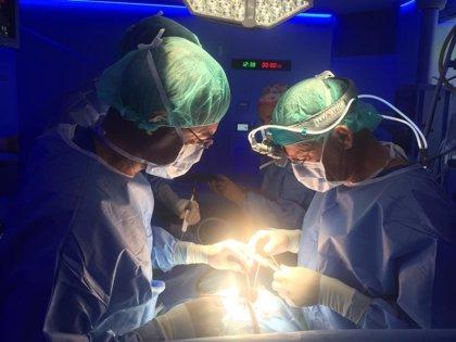 CValenciana.- Operan con éxito a un bebé de mes y medio de una obstrucción que impedía el paso de sangre al pulmón