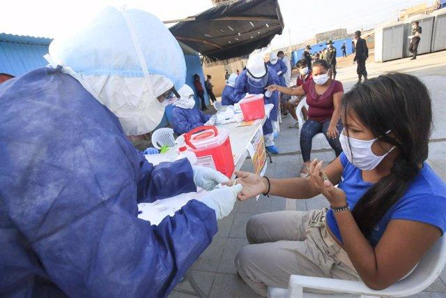 Controles sanitarios por la pandemia de coronavirus en Perú