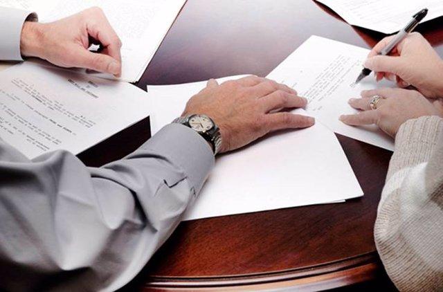 Firma contrato.