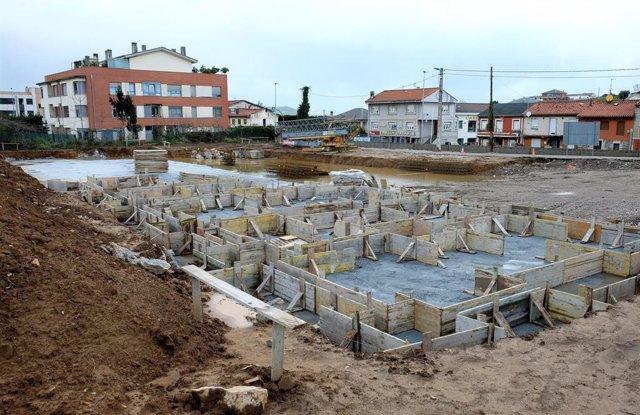Una construcción en Peñacastillo. Archivo.