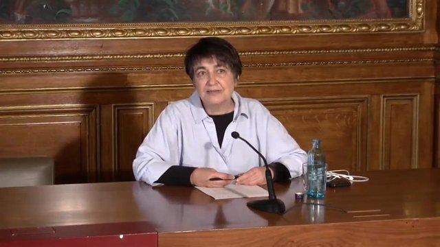 La concejal de Movilidad de Barcelona, Rosa Alarcón, anuncia que el Ayuntamiento estudia ampliar las licencias de motos y bicis compartidasa partir de verano