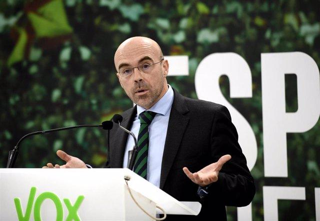 El jefe de la delegación de Vox en el Parlamento Europeo, Jorge Buxadé en rueda de prensa tras la reunión del Comité de Acción Política en la sede Nacional de Vox, en Madrid (España), a 24 de febrero de 2020 (ARCHIVO).