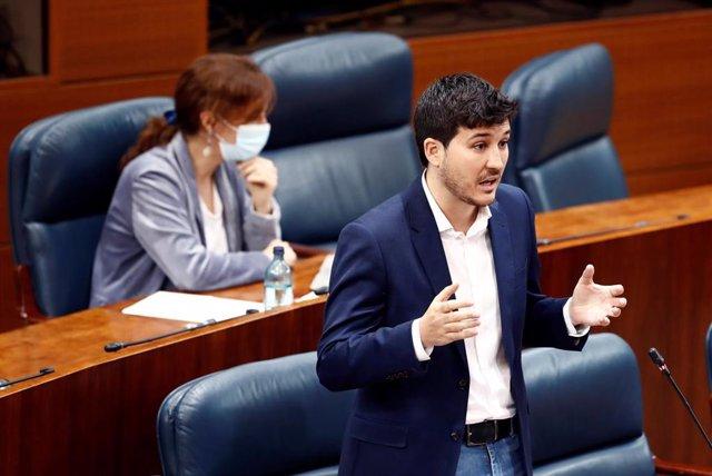El diputado de Más Madrid, Pablo Gómez Perpinyà, en la Asamblea de Madrid. Archivo.
