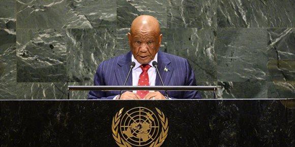 1. El primer ministro de Lesoto anuncia oficialmente su salida tras verse salpicado por el asesinato de su exmujer