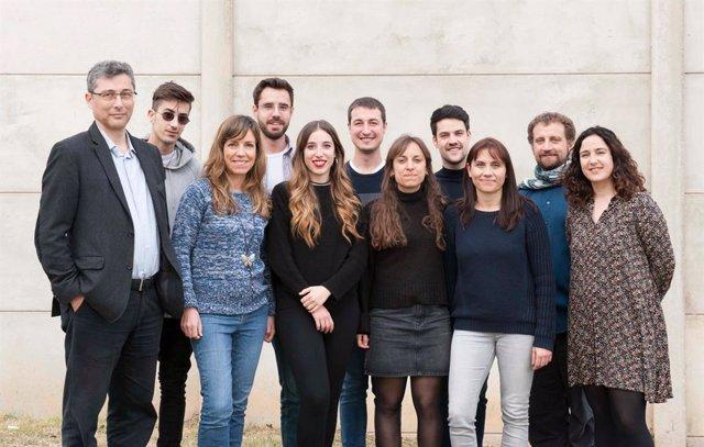 L'equip d'investigació del Grup de Teràpia Gènica del Sistema Nerviós Central de la UAB, que lidera Miguel Virolat (primer per l'esquerra)