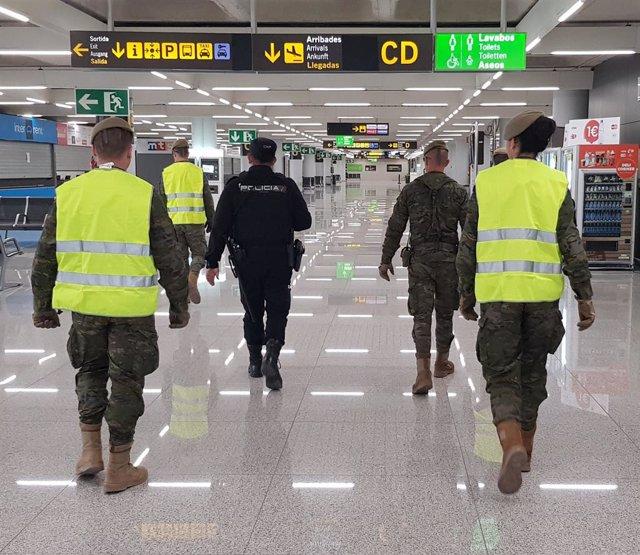 Agentes Policía Nacional y del Ejército en el Aeropuerto de Palma (Recurso)
