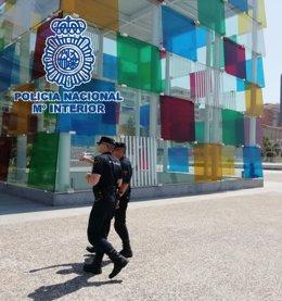 Agentes de la Policía Nacional en el centro de Málaga capital