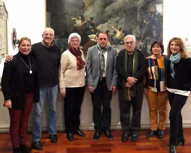 En el centro, el presidente de la Diputación, Benito Serrano, con presidentes de las distintas asociaciones.
