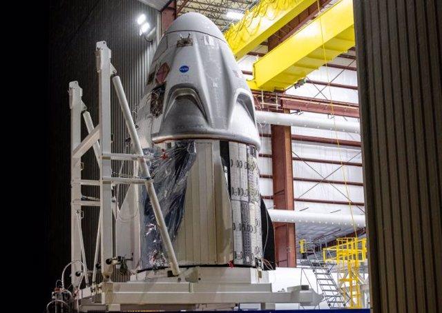 La primera nave Crew Dragon que volará tripulada llega a Kennedy (EEUU)