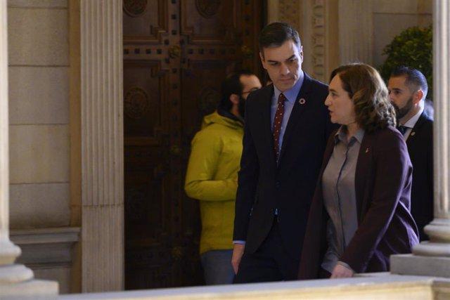 El presidente del Gobierno, Pedro Sánchez a su llegada al Ayuntamiento de Barcelona con la alcaldesa de la capital, Ada Colau para su reunión, en Barcelona (España), a 7 de febrero de 2020.