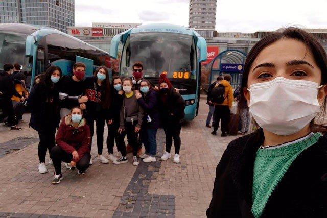 Estudiantes regresan a España
